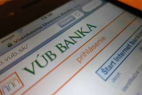 Centrlne banky tlaia peniaze z nioho a nakupuj akcie, ich