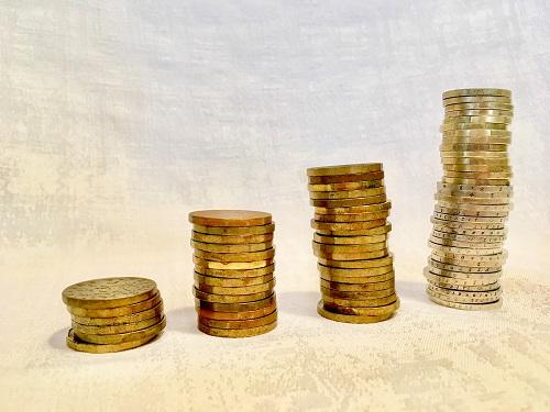 Peniaze, banky, finann trhy